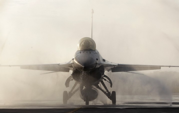 F-16 vs Gripen: Which combat jet will rule supreme in Indian fighter dogfight? - IBTimes India