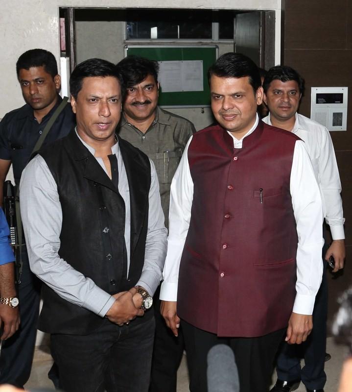 Devendra Fadnavis,Shah Rukh Khan,SRK,Madhur Bhandarkar,Madhur Bhandarkar house warming party,Celebs at Madhur Bhandarkar house warming party,Madhur Bhandarkar house warming party pics,Madhur Bhandarkar house warming party images,Madhur Bhandarkar house wa