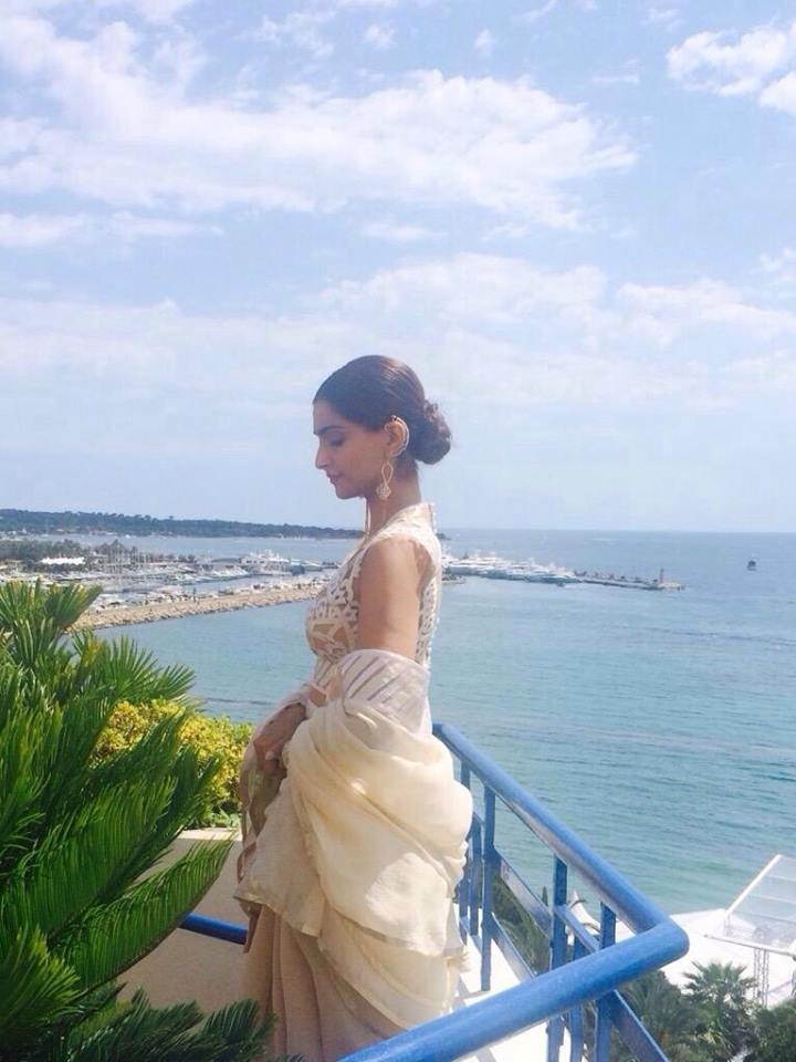 Sonam Kapoor sizzles at Cannes 2015