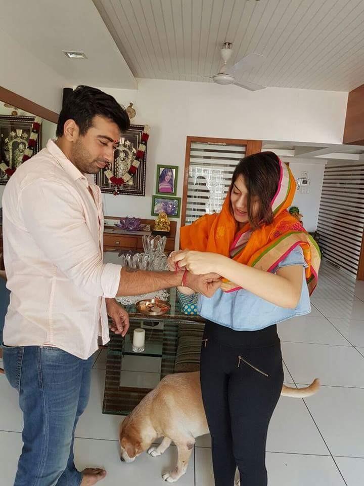 Hansika Motwani,Hansika Motwani celebrates Rakshan Bandhan,Hansika celebrates Rakshan Bandhan,Rakshan Bandhan,Rakshan Bandhan 2016,Rakshan Bandhan celebrations,Rakshan Bandhan pics,Rakshan Bandhan images,Rakshan Bandhan photos,Rakshan Bandhan stills
