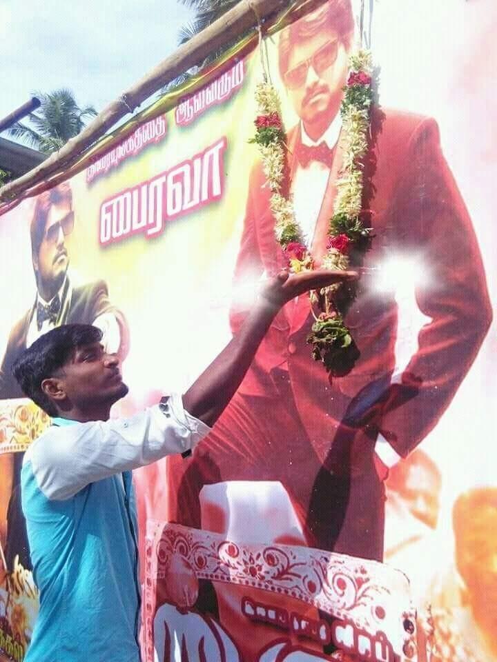 Vijay,ilayathalapathy Vijay,ilayathalapathy Vijay fans,Vijay Fans,Bairavaa poster,Bairavaa first look,Bairavaa movie poster,ilayathalapathy Vijay fans Celebrate release of Bairavaa poster,Vijay fans Celebrate release of Bairavaa poster
