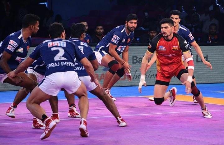 Pro Kabaddi League,Bengaluru Bulls,Dabang Delhi,Ajay Kumar,Rohit Kumar,Bengaluru Bulls beats Dabang Delhi