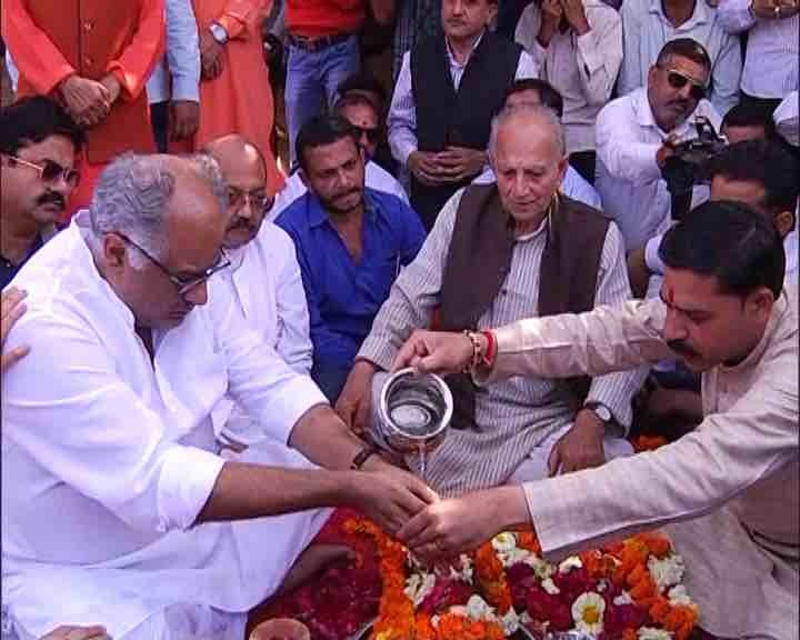Boney Kapoor,Anil Kapoor,Sridevi,sridevi funeral,Sridevi asthi,Sridevi asthi in Haridwar