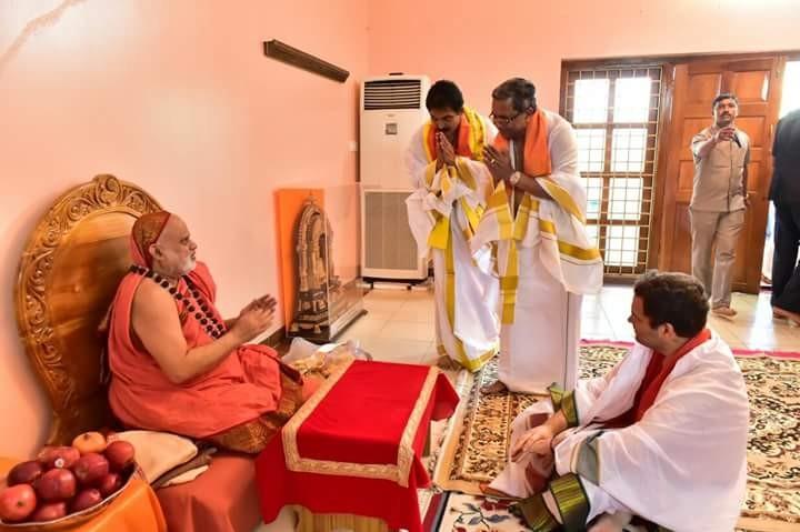 Rahul Gandhi,Rahul Gandhi in Karnataka,Rahul Gandhi at Sringeri Sharadamba temple,Sringeri Sharadamba temple,Siddaramaiah,CM Siddaramaiah,Siddaramaiah at Sringeri Sharadamba temple