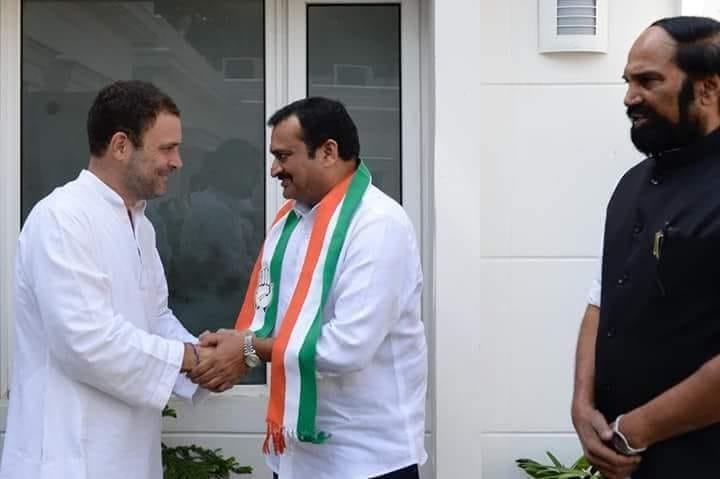 Bandla Ganesh,Bandla Ganesh joins Congress,Rahul Gandhi,Telangana Rashtra Samithi,Bhupati Reddy