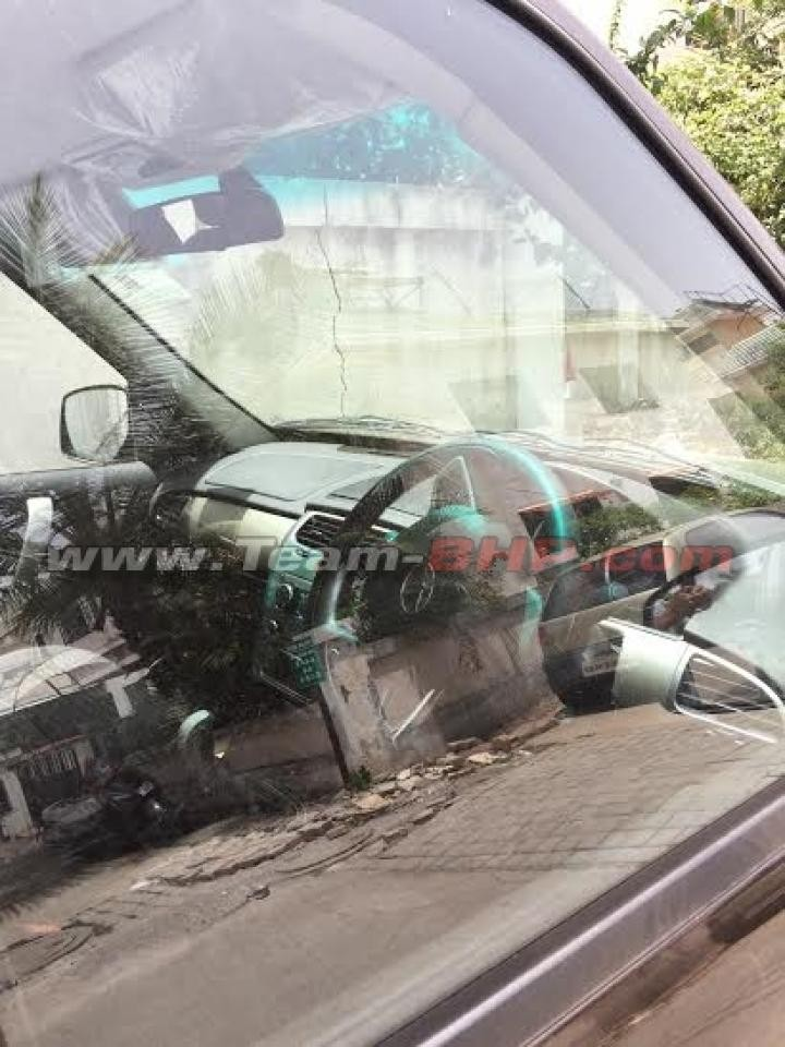 Tata Safari Storme Facelift Interiors Revealed in New Spy shots, Launch in April [PHOTOS]