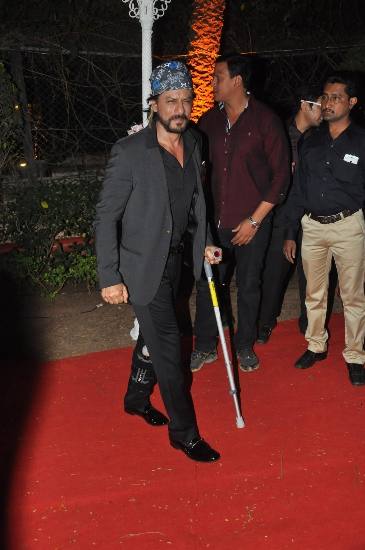 Shah Rukh Khan,actor Shah Rukh Khan,Shah Rukh Khan's injuries,Shah Rukh Khan's injured,shahrukh khan injured on set,shahrukh khan injured today,Shah Rukh Khan pics,Shah Rukh Khan images,Shah Rukh Khan stills