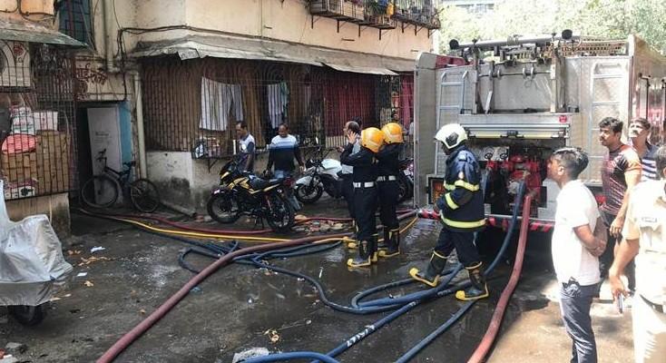 Girl dies after fire breaks out at Saitan Chowki police quarters in Dadar west, Mumbai
