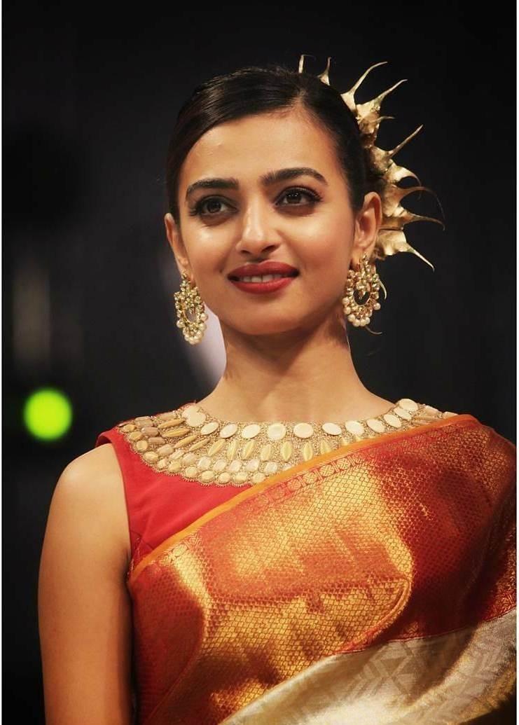 Radhika Apte,actress Radhika Apte,Radhika Apte walks a ramp,Bridal Fashion Show,Bridal Fashion Show 2017,Radhika Apte at Bridal Fashion Show