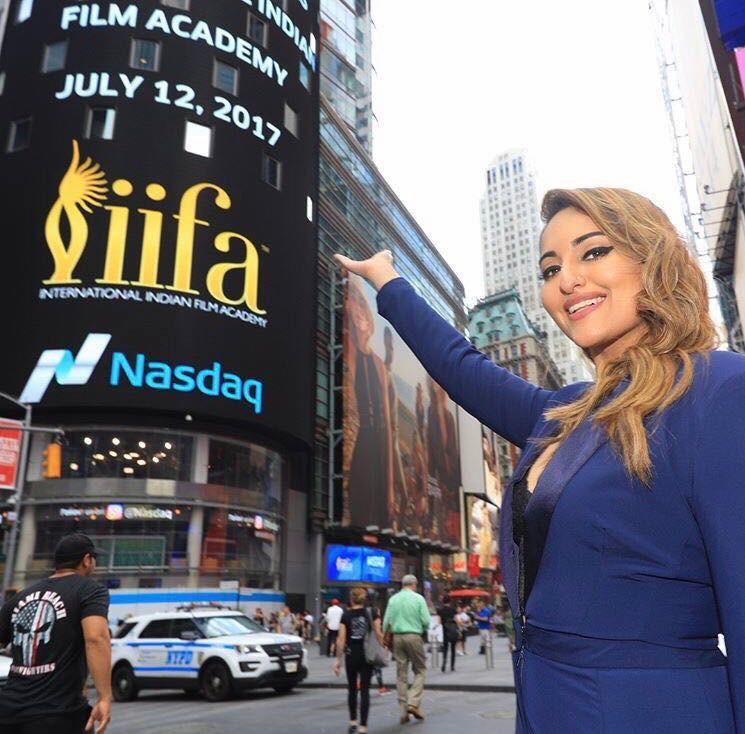 Sonakshi Sinha,Raj Nayak,Sabbas Joseph,The Nasdaq Stock Exchange Bell,IIFA 2017,Times Square for IIFA 2017