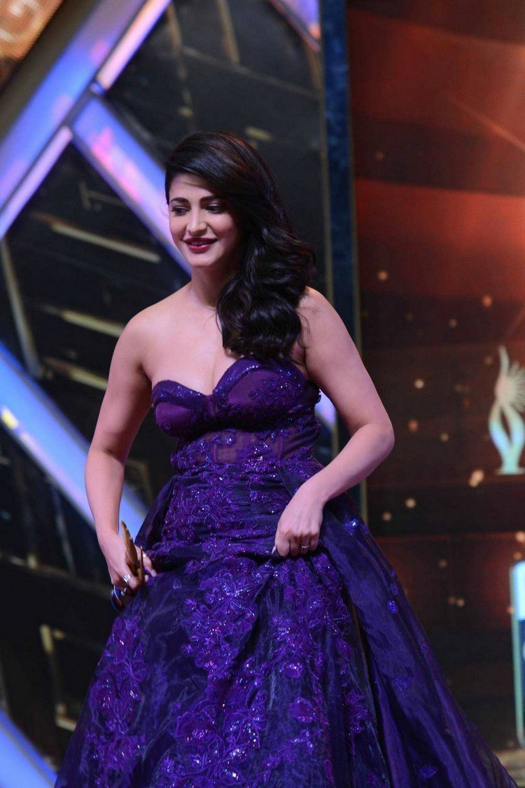 Shruti Haasan,Shruti Haasan at IIFA Utsavam Awards,Actress Shruti Haasan,Shruti Haasan at IIFA Utsavam Awards 2016,Shruti Haasan at IIFA Utsavam,Shruti Haasan new pics,Shruti Haasan new images,Shruti Haasan new photos,Shruti Haasan new stills,Shruti Haasa