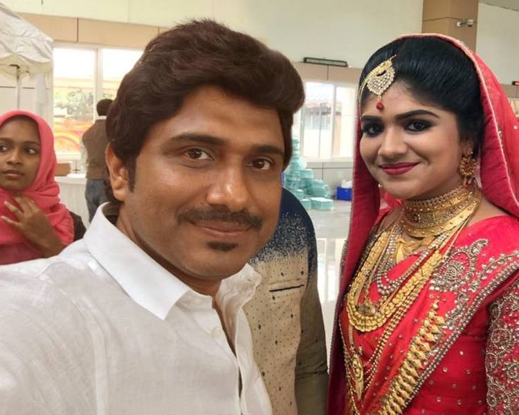 Singer Afsal,singer Afsal daughter,singer Afsal daughter wedding,singer Afsal daughter marriage,Mubeena afsal wedding photos,Mubeena afsal marriage photos,Afsal singer,afsal singer daughter wedding photos