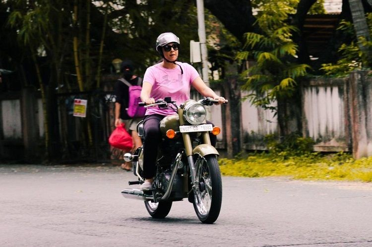 Suriya,Jyothika,Suriya and Jyothika,Jyothika riding bullet,Jyothika bullet,actor Suriya,Jothika riding a Royal Enfield bullet