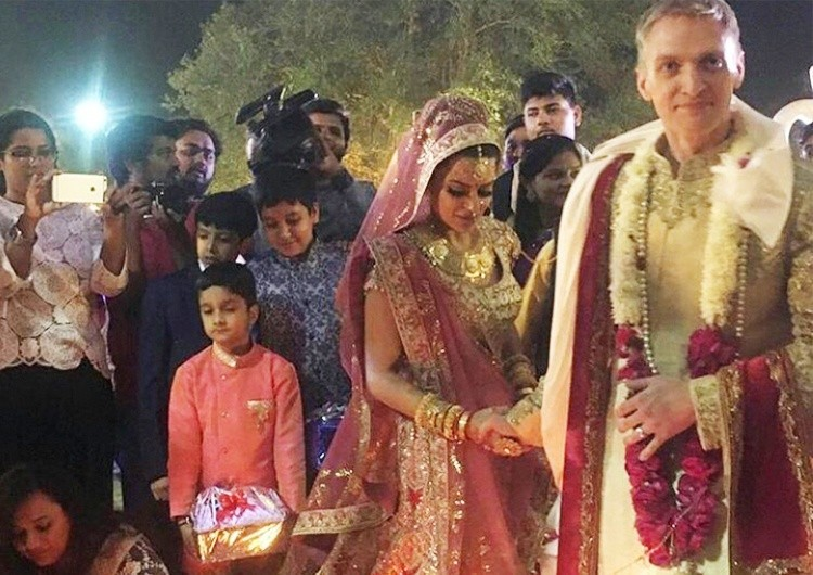 Aashka Goradia,aashka goradia brent goble gujarati wedding,aashka goradia wedding video,aashka goradia wedding inside photos,aashka goradia wedding inside videos,naagin 2 actress aashka goradia marriage photos,aashka goradia brent Goble