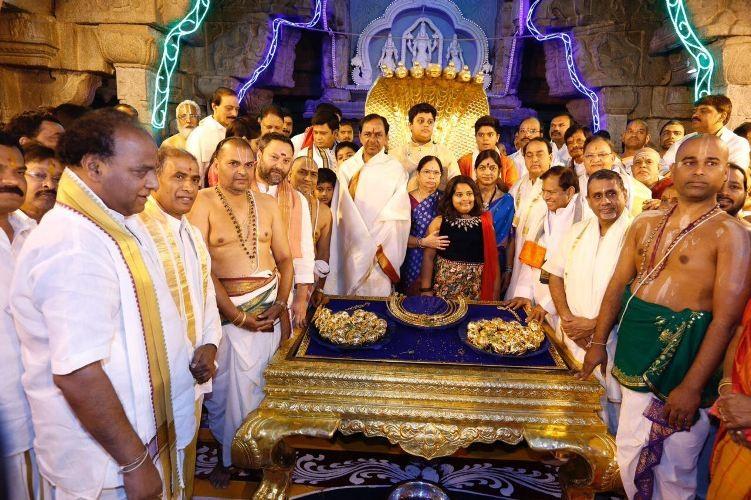 CM K. Chandrasekhar Rao,K. Chandrasekhar Rao,Chandrasekhar Rao,KCR,KCR to Tirupati,Chandrasekhar Rao offers gold ornaments,Tirupati