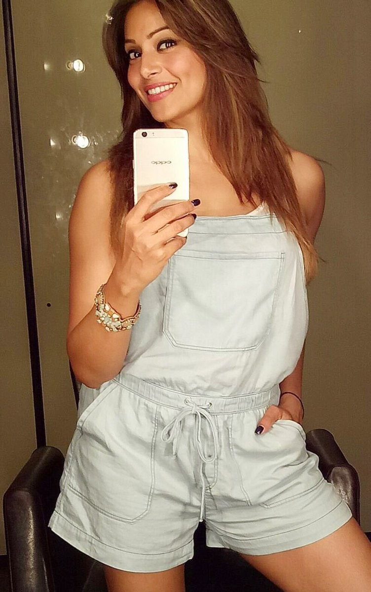 OPPO F1s,OPPO F1s Selfie Expert,Tamannaah Bhatia,Bipasha Basu,Kajal Aggarwal,Mouni Roy,Neha sharma,Rannvijay Singha,Zareen Khan,Selfie Expert,OPPO F1s Selfie pics,OPPO F1s Selfie images,OPPO F1s Selfie photos,OPPO F1s Selfie stills