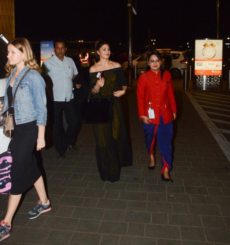 Kangana Ranaut,Jacqueline Fernandez,Kangana Ranaut spotted at Mumbai airport,Jacqueline Fernandez spotted at Mumbai airport,Kangana Ranaut at Mumbai airport,Jacqueline Fernandez at Mumbai airport,Celebs at Mumbai airport,Celebs at airport