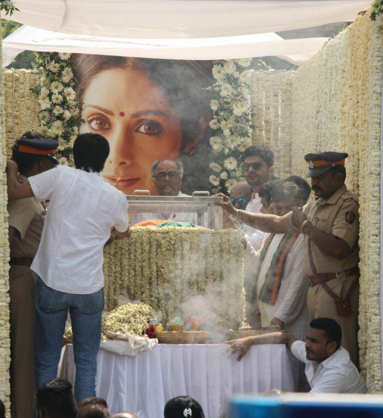 Sridevi last journey,Sridevi last journey pics,Sridevi last journey images,Sridevi,Chandni,sridevi funeral live,sridevi funeral