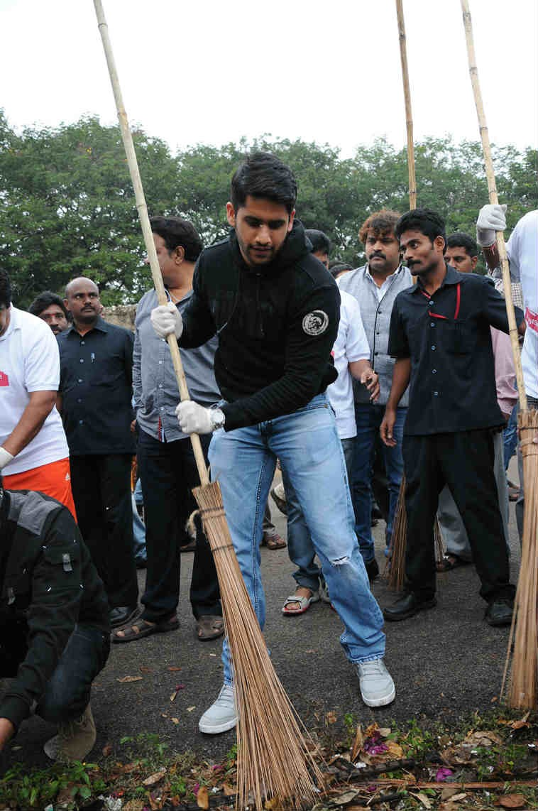 Nagarjuna, Naga Chaitanya and Akhil Vow To Sustain Swachh Bharat [Photos]