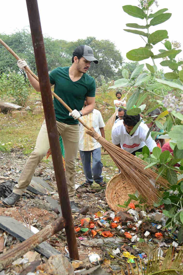 Nagarjuna, Naga Chaitanya and Akhil Vow To Sustain Swachh Bharat