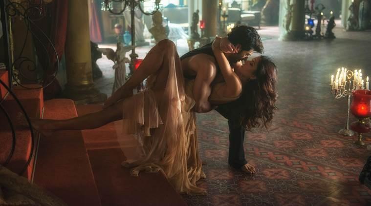 Longest liplock ever,Longest liplock,liplock,Aditya and Katrina long kiss,Aditya and Katrina lip lock,Aditya Roy Kapur,Katrina Kaif,Katrina Kaif lip lock,Fitoor
