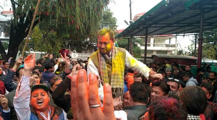 Uttarakhand elections,Uttarakhand elections 2017,Uttarakhand,BJP Uttarakhand,Holi celebrations outside BJP,BJP celebrates Uttarakhand victory,BJP Uttarakhand victory