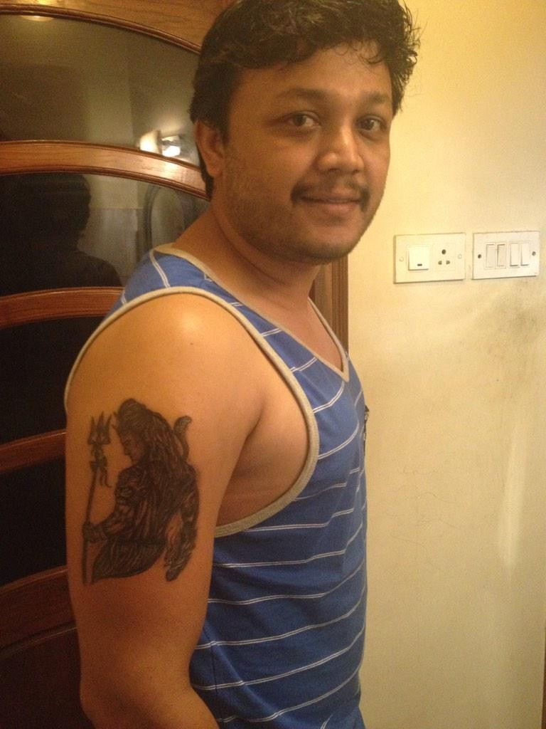 Golden Star Ganesh gets Shiva Tattoo,Ganesh gets Shiva Tattoo,Ganesh Shiva Tattoo,Shiva Tattoo,lord Shiva Tattoo,Tattoo,Golden Star Ganesh,kannada actor Ganesh,Ganesh pics,Ganesh images,Ganesh photos,Ganesh stills,Ganesh latest pics,Ganesh latest images,G