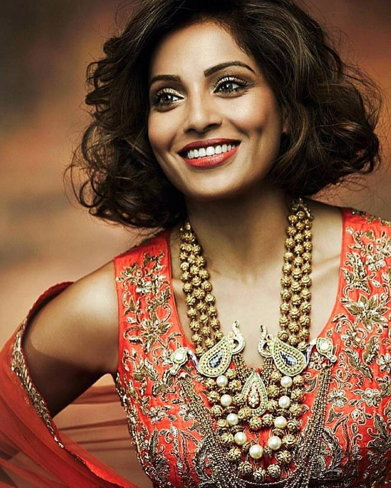 Bipasha Basu,Bipasha Basu gets a short hair,Bipasha Basu new hair makeover,Bipasha Basu new hair style,Bipasha Basu new pics,Bipasha Basu new images,Bipasha Basu new photos,Bipasha Basu new stills,Bipasha Basu new pictures,Bipasha Basu hairstyle,bipasha h