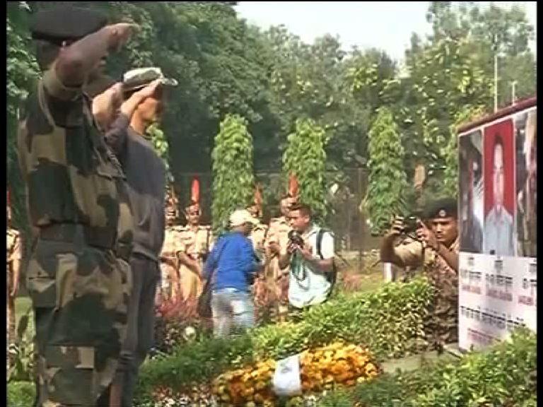 Akshay Kumar,Akshay Kumar visits Jammu BSF camp,Jammu BSF camp,jawans,Akshay Kumar visits BSF camp, say jawans real heroes,BSF camp