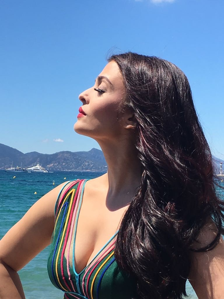 Aishwarya Rai Bachchan,Aishwarya Rai,Aishwarya Rai Bachchan flaunts her cleavage,Aishwarya Rai Bachchan cleavage,Aishwarya Rai flaunts her cleavage,Aishwarya Rai cleavage,Aishwarya Rai at Film Festival,Aishwarya Rai Cannes Film Festival,aishwarya rai cann