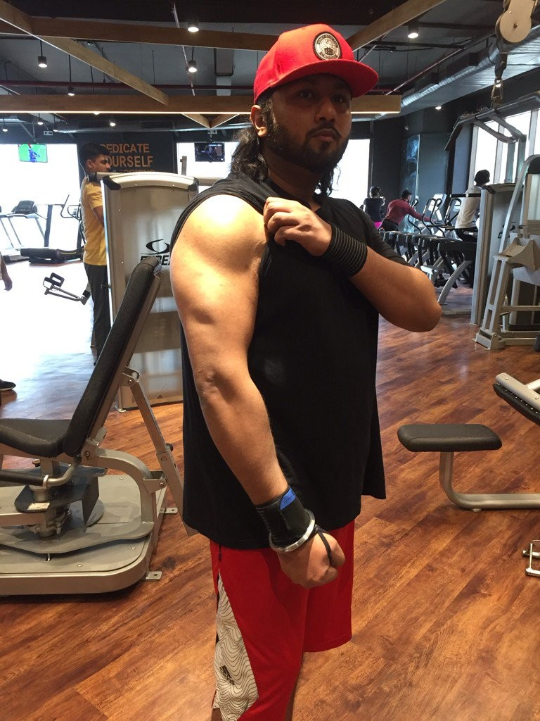 Yo Yo Honey Singh,Yo Yo Honey Singh fitness,Yo Yo Honey Singh video,Yo Yo Honey Singh workout,Yo Yo Honey Singh pics,Dil Chori,Chhote Chhote Peg