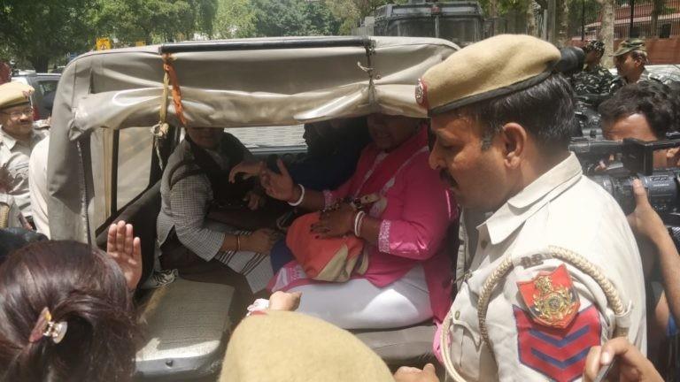 Delhi Police detains protesters