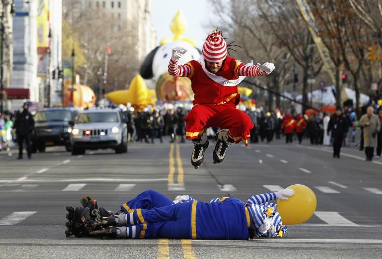 Macy's Thanksgiving Day Parade 2014: Here are all the online live streaming information, best views, timing and details of event.