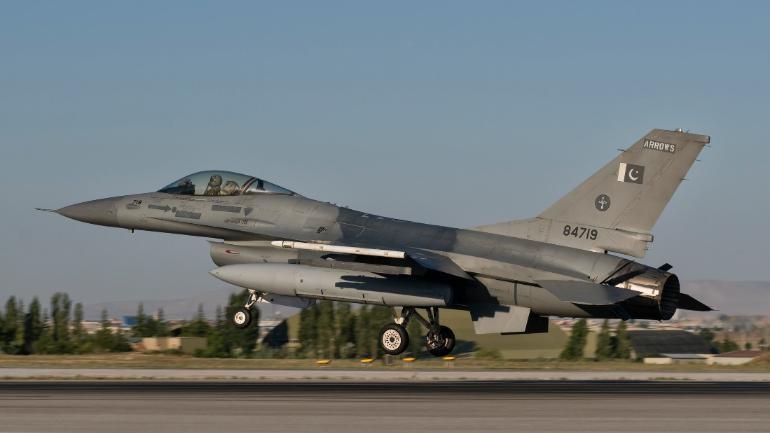 Pakistan F-16 fighter jet