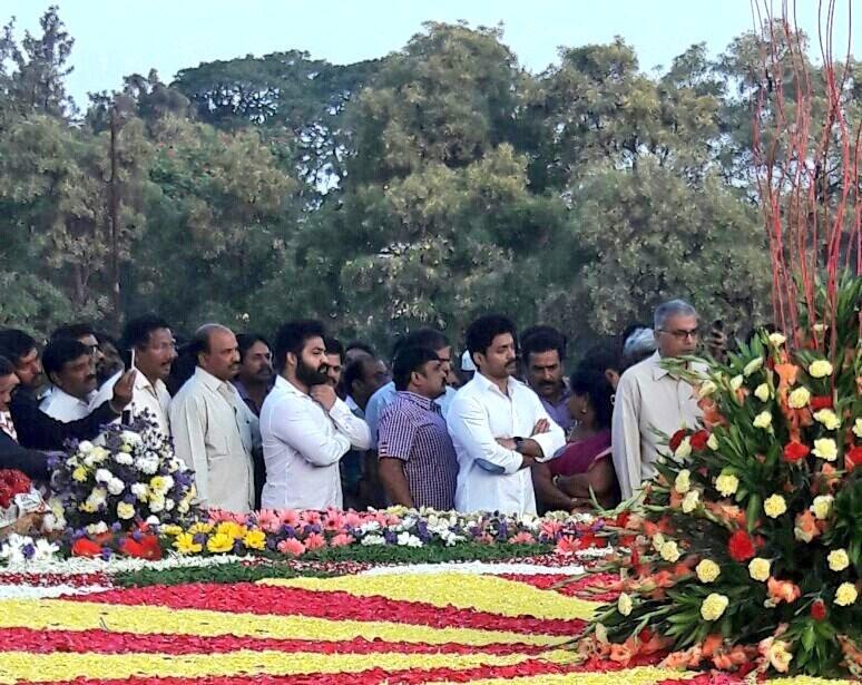 Jr.NTR,Kalyan Ram,Kalyan Ram Harikrishna,Jr NTR,NTR ghat,N. T. Rama Rao,Nandamuri Taraka Rama Rao,Jr.NTR with family