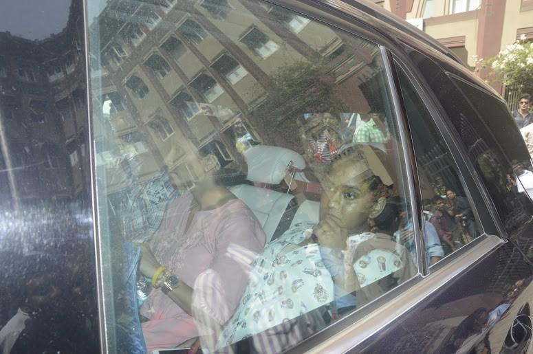 Salman Khan snapped Outside Mumbai Sessions Court,Salman Khan at Mumbai Sessions Court,Salman Khan,ctor Salman Khan,Salman Khan  hit and run case,Salman Khan case