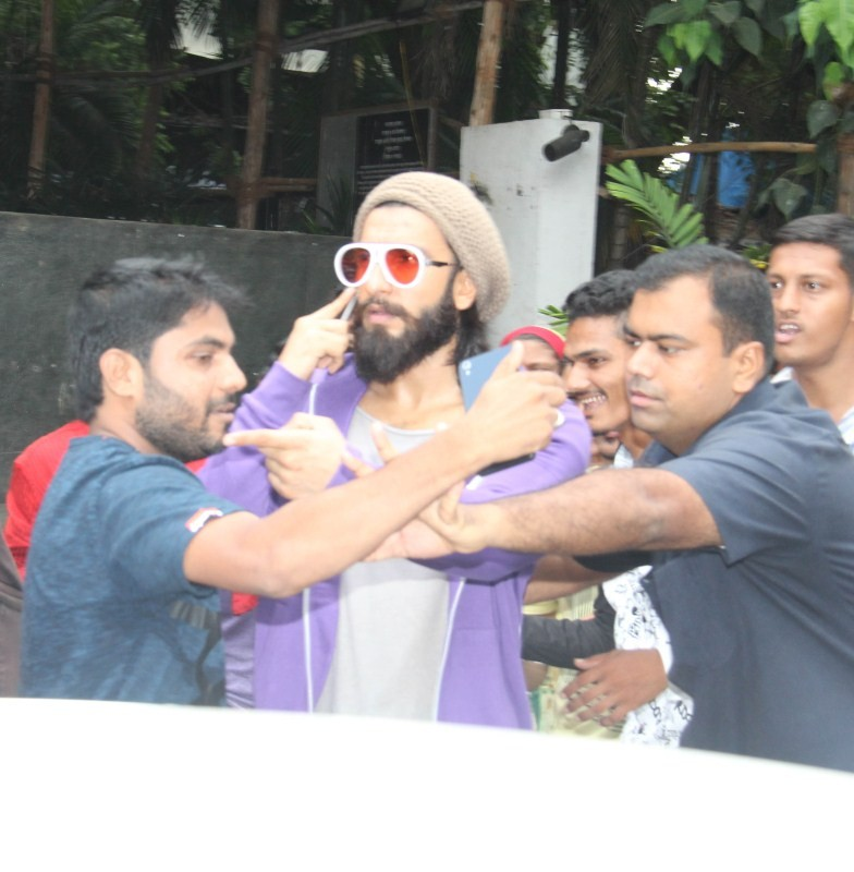 Ranveer Singh,actor Ranveer Singh,Ranveer Singh spotted at Bandra,Ranveer Singh at Bandra,Ranveer Singh new pics,Ranveer Singh new images,Ranveer Singh new stills,Ranveer Singh new pictures,Ranveer Singh new photos