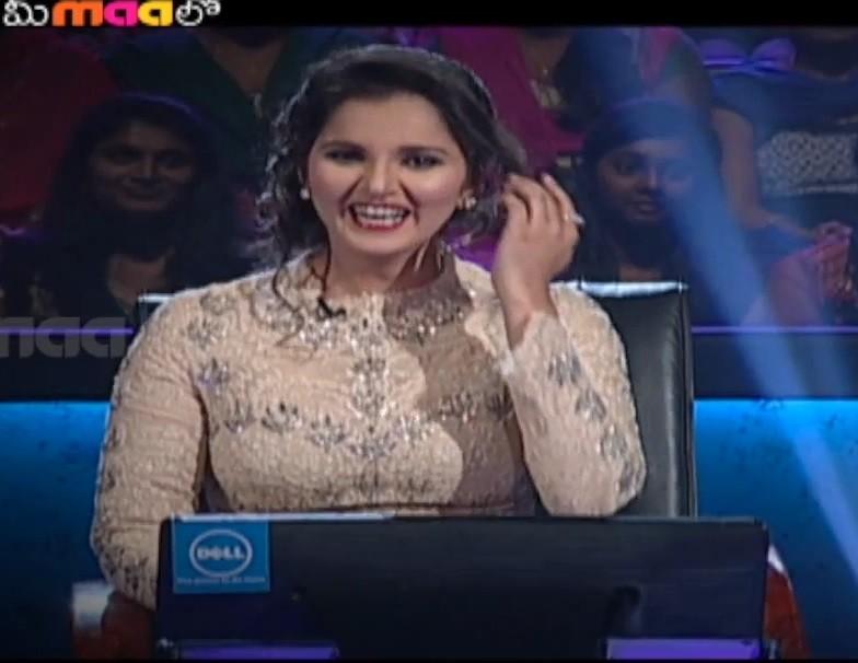 Sania Mirza with Nagarjuna on Meelo Evaru Koteeswarudu 2