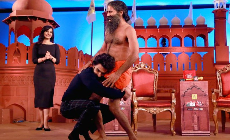 Ranveer Singh performs Yoga,Ranveer Singh performs Yoga with Baba Ramdev,Ranveer Singh,Ranveer Singh and Baba Ramdev,Ranveer Singh with Baba Ramdev