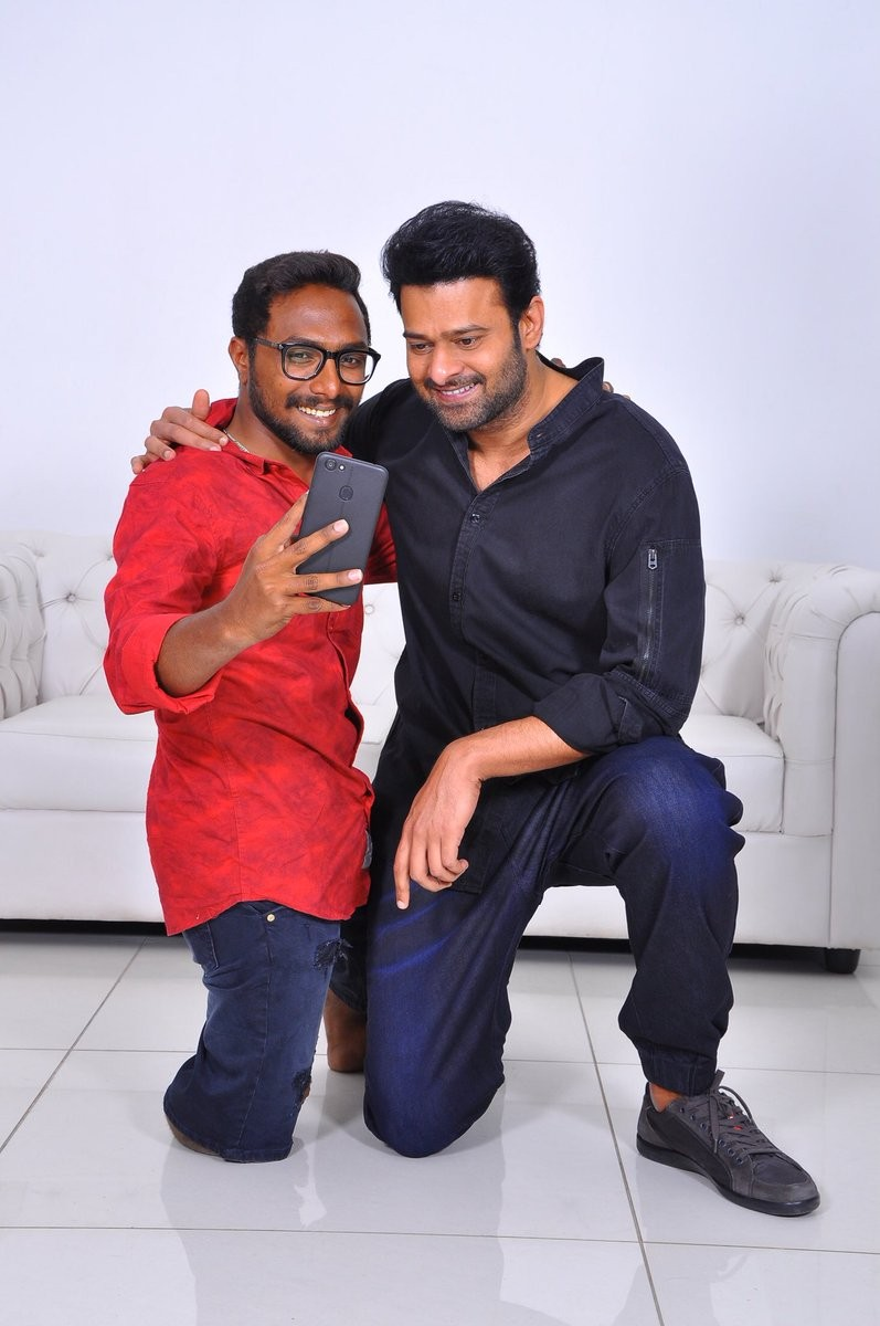 saaho actor prabhas meets fans - photos,images,gallery - 86092