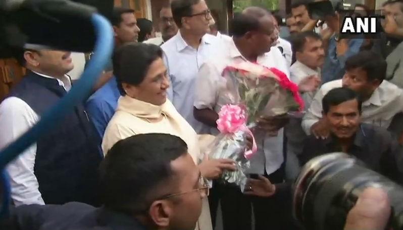 Kumaraswamy,Kumaraswamy meets Mayawati,Kumaraswamy with Mayawati,HD Kumaraswamy,hd kumaraswamy swearing-in ceremony,CM Kumaraswamy