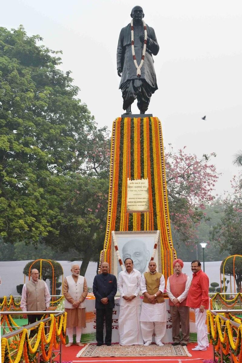 Narendra Modi,PM Narendra Modi,PM Modi,Modi,Narendra Modi pays tribute to Sardar Patel,Sardar Patel,Sardar Vallabhbhai Patel,142nd birth anniversary of Sardar Vallabhbhai Patel,Sardar Patel birth anniversary