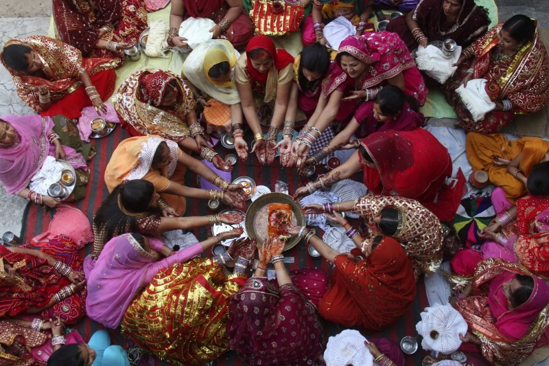 Karva Chauth 2018,Karva Chauth,Karva Chauth celebration,Karva Chauth celebration pics,Karva Chauth celebration images,Karva Chauth celebration stills,Karva Chauth celebration pictures,Karva Chauth celebration photos