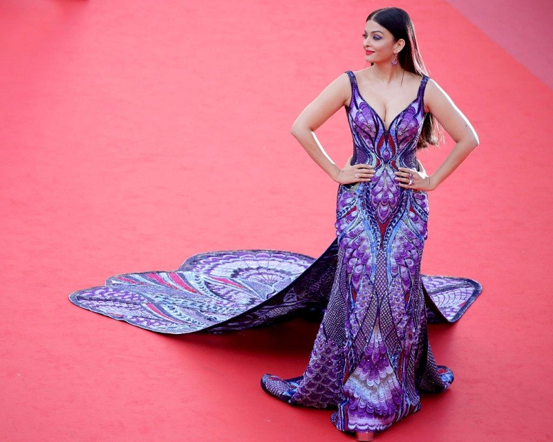 Kareena Kapoor,Aishwarya Rai,Sunny Leone,Kajol,Shilpa Shetty,Bollywood's hottest moms,Bollywood's hottest moms pics,Bollywood's hottest moms images,Bollywood's hottest moms stills,Bollywood's hottest moms pictures,Bollywood's