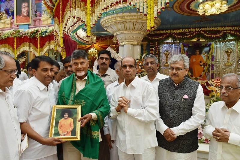 Chandrababu Naidu,Andhra Pradesh CM Chandrababu Naidu,Sri Sathya Sai Baba,Andhra Pradesh,Sai Baba,Sathya Sai Baba,birth anniversary