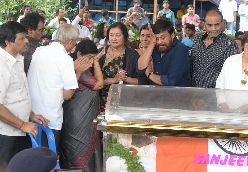 Ambareesh,Ambareesh dead,ambareesh passes away,Ambareesh death tributes,Ambareesh mortal remains,ambareesh dies,chiranjeevi,Rajinikanth,arjun sarja