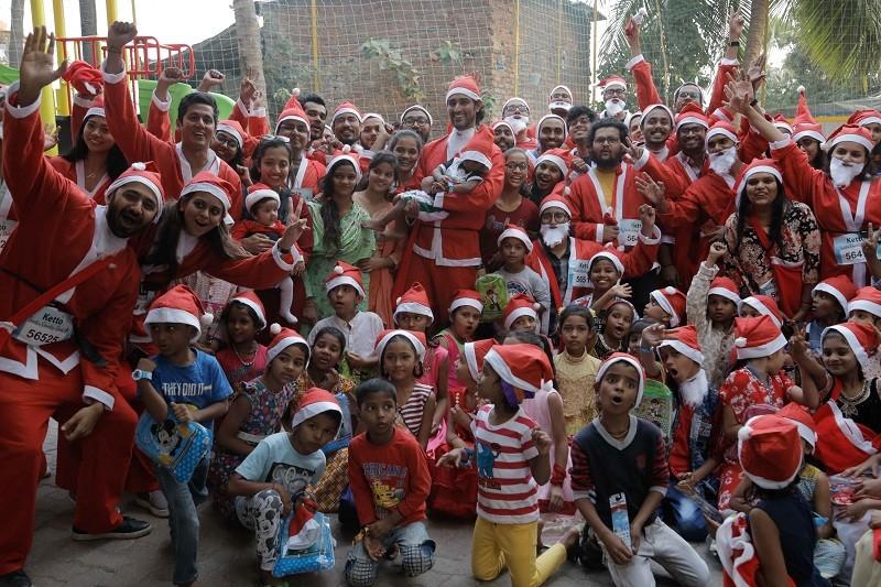 Santa Charity Dash,Kunal Kapoor,Kunal Kapoor Santa,Santa Claus,Christmas,Christmas Charity,Charity Dash,Bollywood