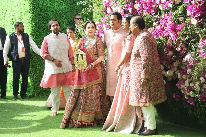 Akash Ambani,akash ambani wedding,Mukesh ambani,reliance,jio,jio world centre,Bandra Kurla Complex,russel mehta mukesh ambani,shloka mehta,nita ambani,Reliance Industries,chairperson,business tycoon,grand wedding,business families,indian wedding,hindu wed