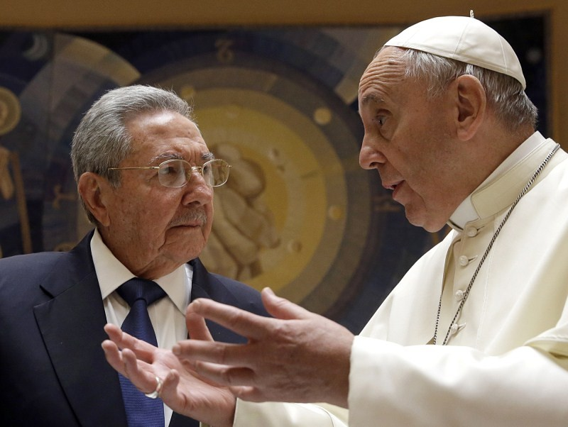 Raul Castro Meets The Pope,President Raul Castro,Raul Castro,Pope Francis,Raul Castro may join Catholic Church,Cuban President Raul Castro,Castro thanks Pope Francis,Fidel Castro met with Pope,Catholic Church