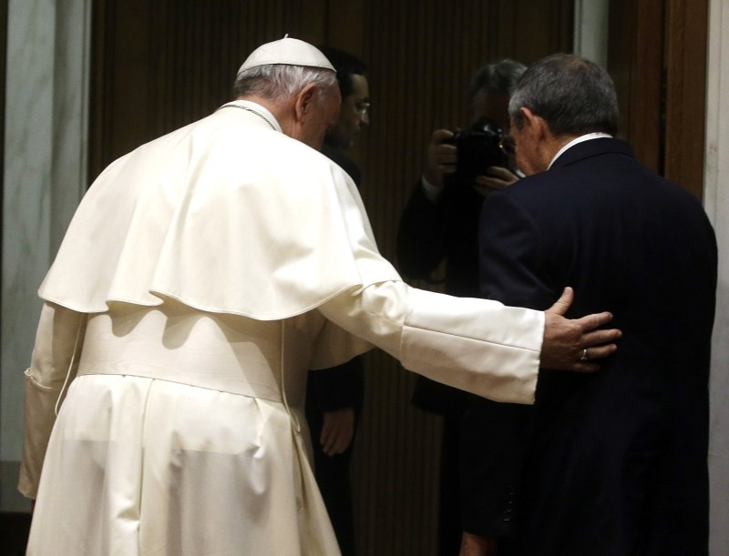 Raul Castro Meets The Pope,President Raul Castro,Raul Castro,Pope Francis,Raul Castro may join Catholic Church,Cuban President Raul Castro,Castro thanks Pope Francis,Fidel Castro met with Pope,Catholic Church